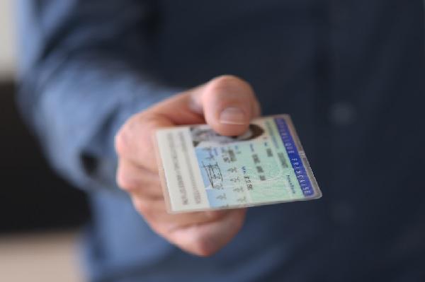 Lutte contre la fraude et l'usurpation d'identité : le point sur la nouvelle carte d'identité