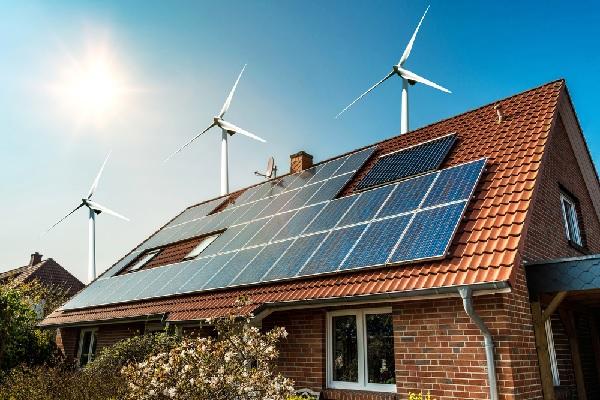 Travaux réalisés sur une centrale photovoltaïque : qui paie la TVA ?